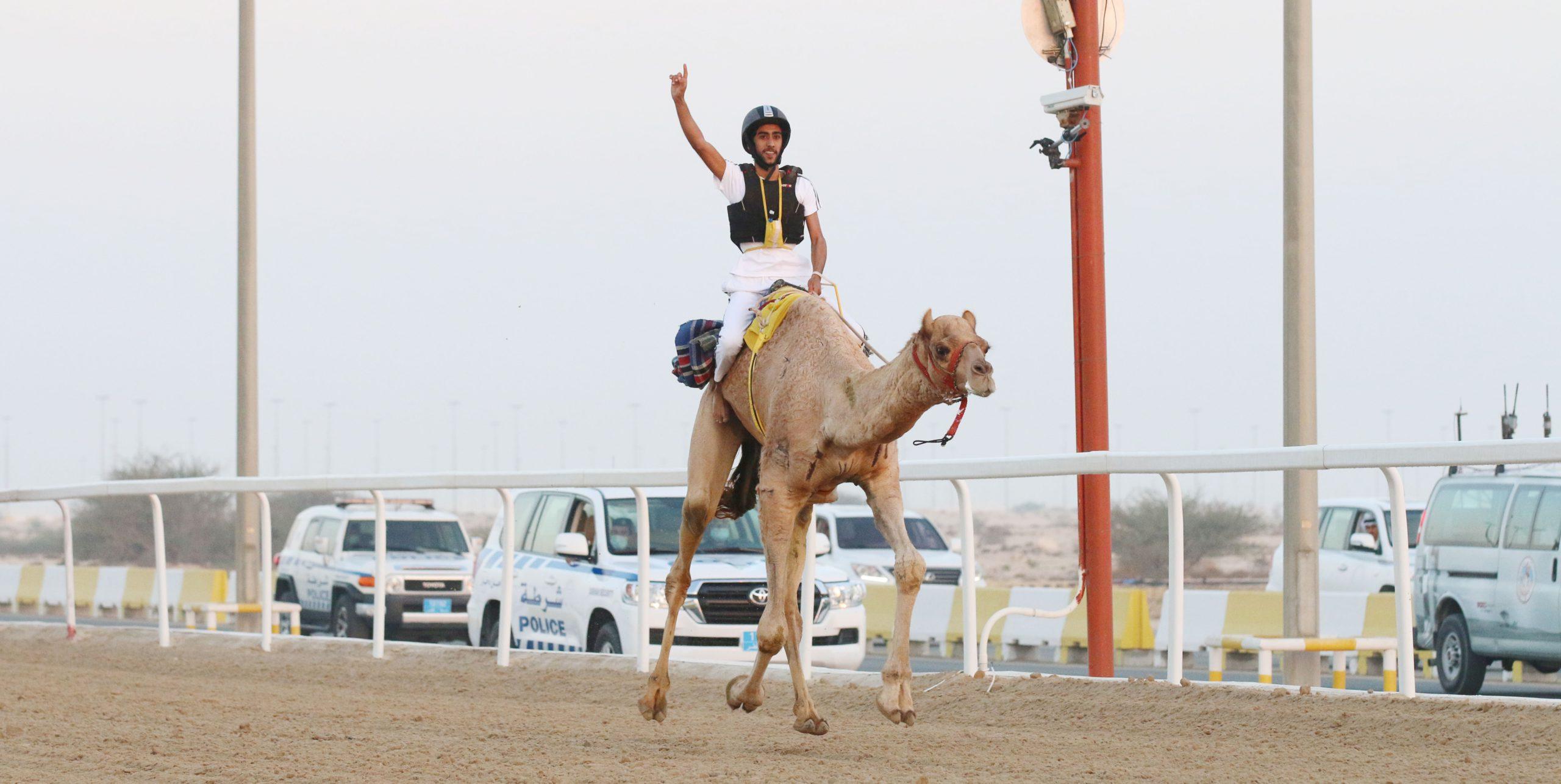 السنيد المري والصعاق والزعبي يفوزون بسيارات السباق التراثي